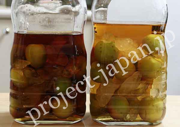 3. Pour liquor (or vinegar) you like.ume_9  * left : brandy/ right : whisky